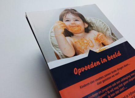 Ontwerp, opmaak en realisatie door Graffito van opvoedingskalende, een folder voor RWO Waasland